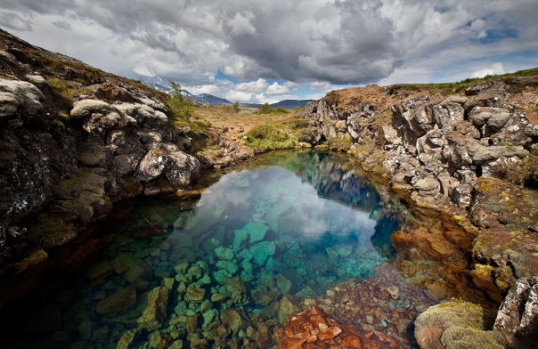 this-lagoon-sits-before-the-famous-ravine-of-silfra-in-thingvellir-national-park-4