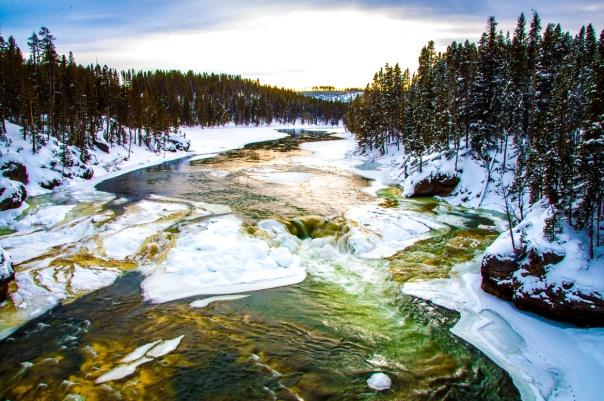 12-yellowstone-national-park-winter-river
