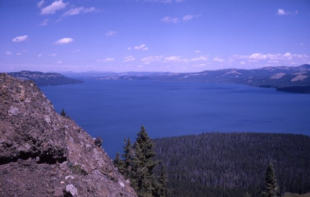 yellowstonelakefromtwooceanplateau-johnsson1963